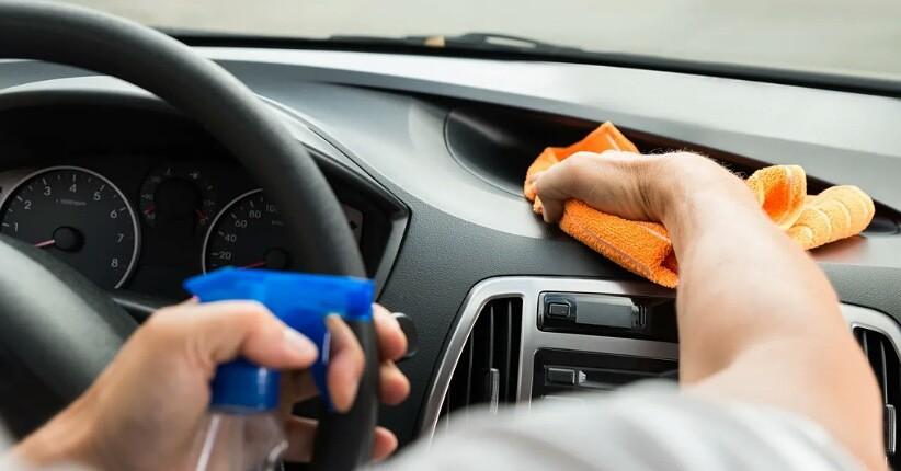 Tips Rawat Interior Mobil Sendiri Saat di Rumah